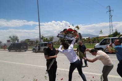 Kılıçdaroğlu'nun çelengi parçalandı