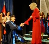 MEZUNIYET - Üniversite Mezuniyet Töreninde Sürpriz Evlilik Teklifi