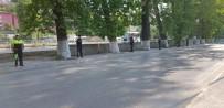 KALDIRIMLAR - Belediyenin Yapacağı İşi Polis Yaptı