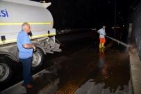 Caddeler Ve Kaldırımlar Tazyikli Su İle Yıkanıyor