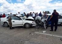 İki Otomobil Kafa Kafaya Çarpıştı Açıklaması 4 Yaralı