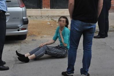 Tartıştığı kocasını bıçaklayarak öldürdü; yolda yatarken bulundu!