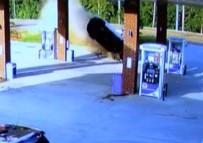 MISSISSIPPI - Metrelerce Uçtu, Yürüyerek Aracından Çıktı