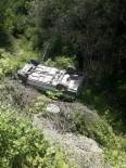 Yoldan Çıkan Otomobil, Şarampole Devrildi Açıklaması 2 Yaralı