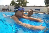 Bayraklı'da Havuza Yoğun İlgi
