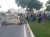 İSMAIL ÇETIN - Besni'de 2 Minibüs Çarpıştı