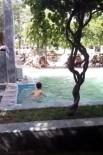 Her Yerde Yağış Varken, O İlçede Çocuklar Süs Havuzunda Serinliyor