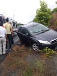 Kaygan Zemin Kaza Getirdi Açıklaması 2 Yaralı