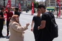 YOUTUBE - Sokak Sokak Gezip Oğluna 'Takipçi' Topluyor