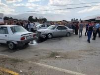 Tosya'da İki Otomobil Kafa Kafaya Çarpıştı