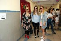 DERYA ŞENSOY - Derya Baykal Ve Kızları Oy Kullanmaya Birlikte Geldi