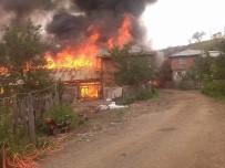 Kastamonu'da Halen Devam Eden Yangında Üç Ev Küle Döndü
