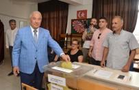 Mersin'de Oy Verme İşlemi Olaysız Devam Ediyor
