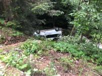 Minibüs Dereye Yuvarlandı Açıklaması 15 Yaralı