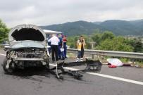 LAMIA - Otomobil Ters Şeride Uçtu Açıklaması 1 Ölü, 7 Yaralı