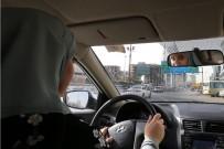 SÜRÜCÜ EHLİYETİ - Suudi Arabistan'da Kadınlar İlk Kez Trafiğe Çıktı