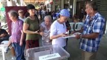 FATMA GİRİK - Ünlü Oyuncu Fatma Girik, 94 Yaşındaki Annesiyle Sandık Başında