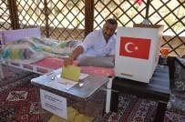 Yüksekova'da Yatalak Ve Engelliler Seyyar Sandıkta Oy Kullandı