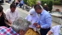 AK Parti Çanakkale Teşkilatı Vatandaşa Pilav İkram Etti