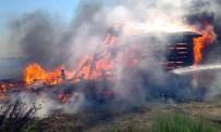 BALIKÇI TEKNESİ - Çöplükte Çıkan Yangın Balıkçı Teknelerini Yaktı