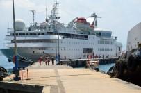 ALıŞVERIŞ - Lübnanlı Turistler Kruvaziyer Gemisi İle Alanya'ya Geldi