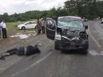 SAĞLIK EKİPLERİ - Motosiklet Sürücüsü Feci Şekilde Hayatını Kaybetti