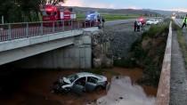 Sivas'ta Otomobil Dereye Uçtu Açıklaması 1 Yaralı