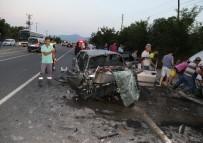 BOZARMUT - Ters Yönde Giden Ticari Araç Otomobille Çarpıştı Açıklaması 2'Si Ağır 5 Yaralı