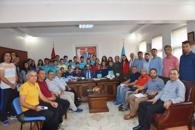 Türkiye Derecesi Yapan Öğrenciler Ödüllendirildi
