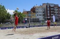 VOLEYBOL TAKIMI - Develi'de Plaj Voleybolu Turnuvası Başladı