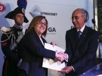 CUMHURIYET BAYRAMı - Fatma Şahin'e İtalya Devlet Liyakat Nişanı Verildi