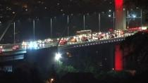 AFET KOORDINASYON MERKEZI - İstanbul'da Gökyüzünü Şimşekler Aydınlattı