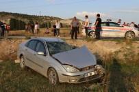 EVLİYA ÇELEBİ - Kütahya'da Midibüs İle Otomobil Çarpıştı Açıklaması 1 Ölü, 1 Yaralı