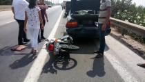 Motosikletli Çarptığı Otomobilin Camından İçeri Girdi