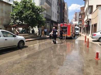 Sinop Belediyesi Ekipleri Caddeleri Yıkıyor