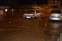 HAKAN YILMAZ - Sokaklar Göle Döndü, Çok Sayıda Araç Sular Altında Kaldı