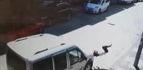ÇARPMA ANI - 5 Yaşındaki Elanur'a Hafif Ticari Araç Böyle Çarptı
