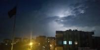 Bursa'da Şimşekler Geceyi Aydınlattı