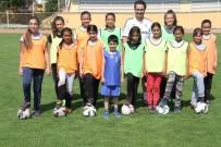 Erzincan'da Kızlar Futbolla Tanışıyor