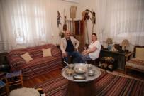 ÇEYİZ SANDIĞI - Evinin Bir Odasını Antika Eşyalarla Donattı