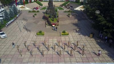 Komandolardan Halk Oyunları Gösterisi