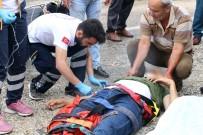 KURUYEMİŞ - Motosiklet İle Minibüs Çarpıştı Açıklaması 1 Ölü, 1 Yaralı