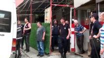 YUNUS TİMLERİ - Polis Binaya Aydınlatma Direğine Tırmanarak Girdi