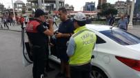 TAKSIM MEYDANı - Taksim'de Alkollü Araç Kullanan Libyalı Turist Polisten Kaçamadı