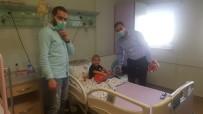 ÜLKÜ OCAKLARı - Ülkücü Gençler Hastanedeki Minikleri Unutmadı