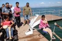 FETHIYE BELEDIYESI - Engelliler İçin Yüzer Güneşlenme Terası Yapıldı