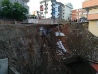 İSTİNAT DUVARI - Kocaeli'de İstinat Duvarı Yıkıldı, Vatandaşlar Korkudan Evlerinden Çıkamadı