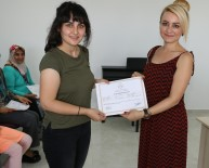 İŞARET DİLİ - Ünsal Aile Eğitim Merkezi'nde Sertifika Sevinci
