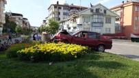 Zonguldak'ta Kontrolden Çıkan Otomobil Refüje Çıktı