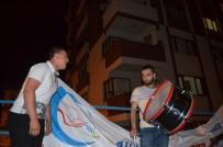 YILDIZ TİLBE - Sesini Duyan Balkona Çıkıyor